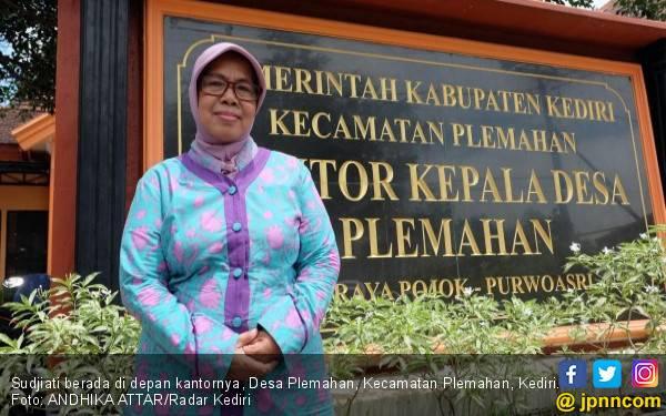 Mbah Uti Punya 7 Cucu, Kades Perempuan Tertua di Kabupaten Kediri - JPNN.com
