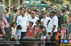 Anak-anak Sentani Jayapura: Pak Jokowi Perbaiki Sekolah Kami - JPNN.com