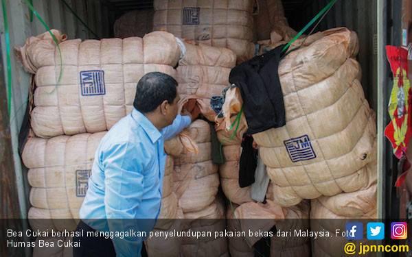 Bea Cukai Gagalkan Penyelundupan 3 Kontainer Pakaian Bekas Asal Malaysia - JPNN.com