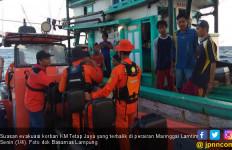 KM Tetap Jaya Terbalik di Perairan Maringgai, 9 ABK Berhasil Diselamatkan - JPNN.com