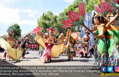 Parade Budaya Meriahkan HUT ke-415 Kota Singaraja - JPNN.com