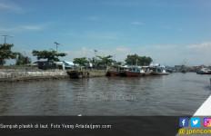 KSOP Bitung Keluarkan Edaran Larangan Buang Sampah di Laut - JPNN.com