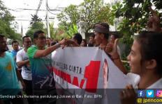 Luar Biasa, Sandiaga Uno pun Ikut Pose Satu Jari dengan Pendukung Jokowi - JPNN.com