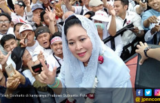 Sebelum Pemilu, Mbak Titiek Soeharto Umrah ke Tanah Suci - JPNN.com