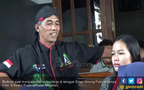 Wajah Budiono Mirip Jokowi, Sanggarnya Diundang Kampanye Bang Sandi - JPNN.com