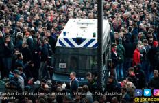 140 Orang Ditangkap Sebelum Duel Ajax vs Juventus Berakhir 1-1 - JPNN.com