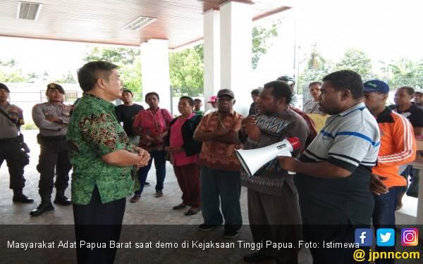 Tersangka Pimpin Bawaslu Papua Barat, Paul Finsen Pertanyakan Kinerja DKPP dan Bawaslu - JPNN.com