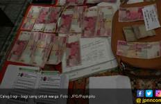 Ulalala, Istri Caleg Tepergok Sedang Bagi - Bagi Uang di Perumahan - JPNN.com