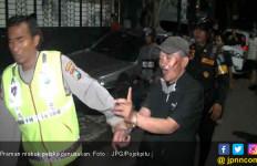 Oki Ditusuk Preman di Tengah Jalan - JPNN.com