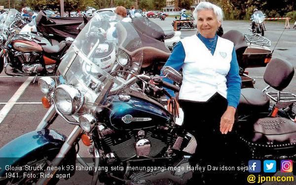 Cerita Nenek 93 Tahun Setia 'Berpasangan' dengan Moge Harley Davidson - JPNN.com
