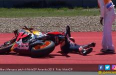 Detik - Detik Marquez Jatuh di MotoGP Amerika, Oh! Cewek yang di Tengah Itu - JPNN.com