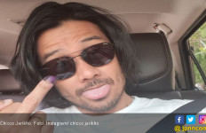 Tersenyum, Chicco Jerikho Beri Jari Tengah untuk Pemecah Belah Bangsa - JPNN.com