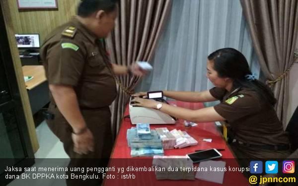 Mantan Pejabat Pemkot Bengkulu Kembalikan Kerugian Negara ke Jaksa - JPNN.com