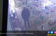 Terekam CCTV Curi Kotak Amal Milik Panti Asuhan - JPNN.com