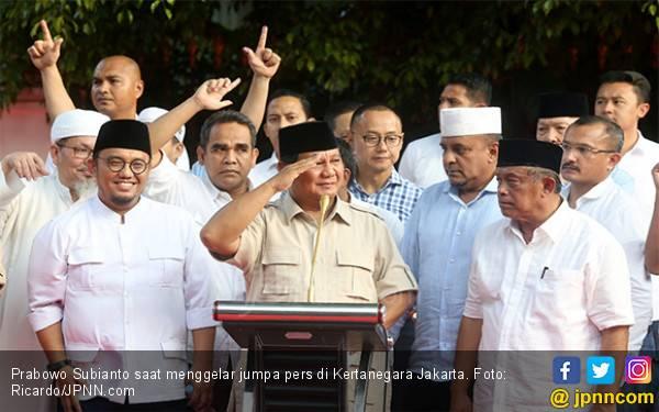 Prabowo Sambut Kemenangan dengan Sujud Syukur - JPNN.com