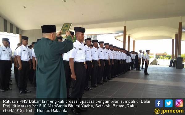 Sandy Pimpin Prosesi Pengucapan Sumpah Ratusan PNS Bakamla - JPNN.com