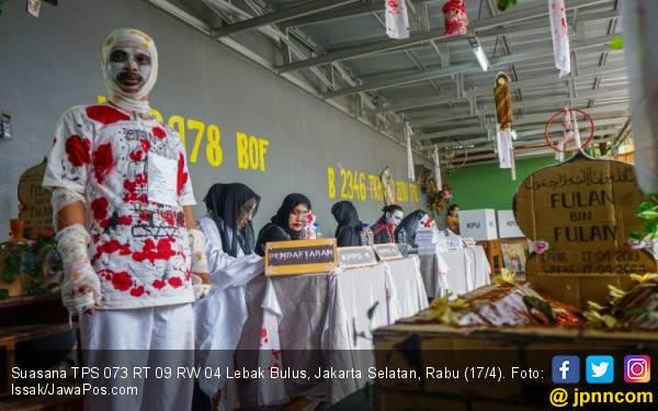 Drakula dan Valak Layani Pemilih di TPS 073 Lebak Bulus - JPNN.com