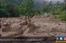 Diterjang Banjir Bandang, Akses Dua Desa di Deliserdang Putus - JPNN.com