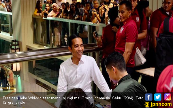 Disambut Antusias Pengunjung Grand Indonesia, Jokowi Senang Dapat Ucapan Selamat - JPNN.com