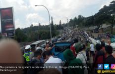 Bus Pariwisata Kecelakaan di Puncak, Puluhan Penumpang Luka - Luka - JPNN.com