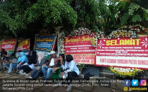 Kontras Kemeriahan di Rumah Prabowo dan Sepinya Kediaman Sandi - JPNN.com