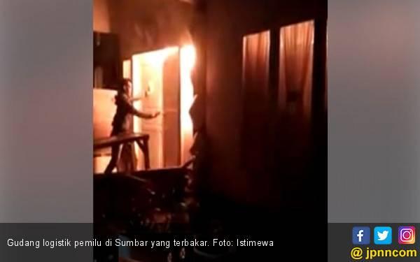 Polisi Curiga Gudang Logistik Pemilu di Sumbar Sengaja Dibakar - JPNN.com