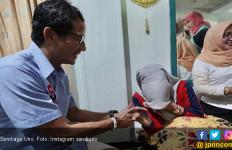 Mengharukan Banget, Sandiaga Uno Jenguk Bu Fatmawati - JPNN.com