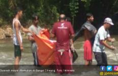 Mayat Tanpa Identitas Mengambang di Sungai Ciliwung - JPNN.com