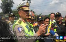 Perbaikan Jalan Rusak di Paguyangan Brebes Dipastikan Selesai H-10 Lebaran - JPNN.com