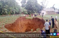 Lubang Raksasa di Sukabumi Makin Besar, Awalnya 16 Meter, Lalu 20, Gempar.. - JPNN.com