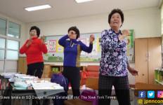 SD di Korsel Ini Punya Siswa Berusia 70 Tahun - JPNN.com