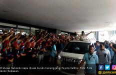Sapa Ribuan Buruh, Tumben Prabowo Tunggangi Toyota Vellfire Bukan Lexus - JPNN.com