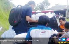 Tanah Bergeser, Puluhan Jenazah Dipindah - JPNN.com