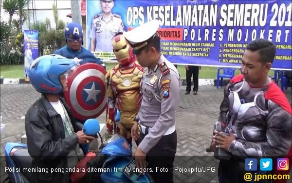 Ditilang Iron Man dan Captain America di Jalan, Pengendara Malah Senang - JPNN.com