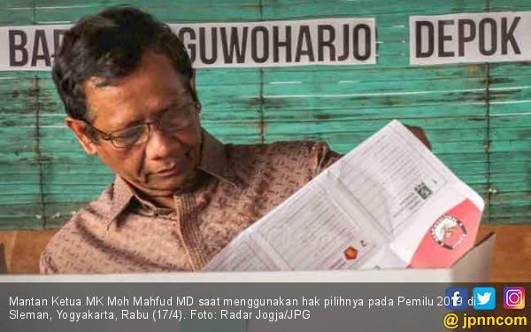 Lihat Nih, Ternyata Prof Mahfud dan Andi Arief Akrab Banget - JPNN.com