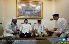 Tunda Jenguk Bu Ani, Prabowo Jumatan Bareng Sandi di Banda Aceh - JPNN.com