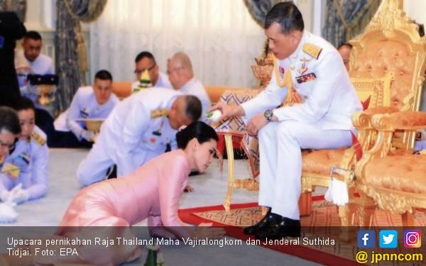 Raja Thailand Nikahi Pengawal - JPNN.com