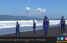 Berusaha Menolong Teman, Santri Malah Tenggelam Ditelan Ombak Besar - JPNN.com