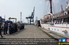 Setelah Empat Hari, Lantamal III Melepas Kapal Layar Latih AAL Vietnam - JPNN.com