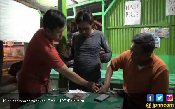 Kurir Sabu - Sabu Nekat Berkeliaran di Lokasi Banjir - JPNN.com