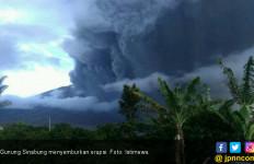 Erupsi Gunung Sinabung Membahayakan Penerbangan - JPNN.com