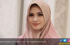 Berhijab, Donita tak Khawatir Soal Pekerjaan - JPNN.com