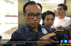Dor! Polisi Tembak Kepala Teman dan Dada Sendiri - JPNN.com