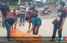 Mayat Perempuan Tersangkut di Sungai Cileungsi Bogor - JPNN.com