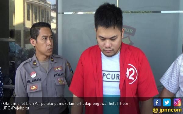 Polisi Resmi Tahan Oknum Pilot Lion Air yang Pukul Petugas Hotel - JPNN.com