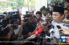 Arief Poyuono Sebut Ketum Demokrat Seperti Serangga Undur-Undur, Keluar Saja - JPNN.com