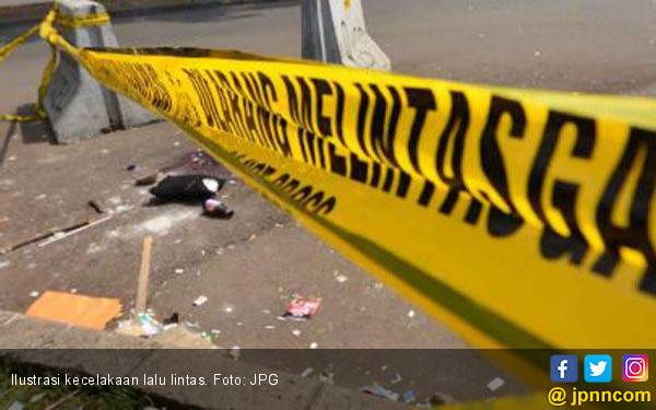Berkendara Tak Pakai Helm, Emak - emak Tewas - JPNN.com