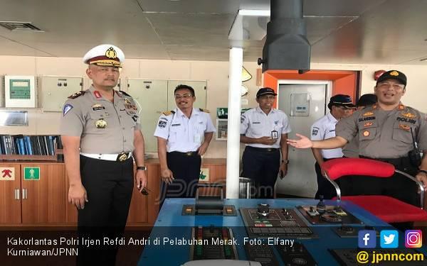34 Kapal di Merak Beroperasi 24 Jam demi Pemudik - JPNN.com
