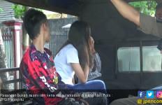 Nah Loohh, Sedang Puasa Kok Ada yang Asyik Berdua dalam Kamar - JPNN.com