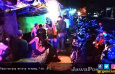 Wah, Masih Ada Warung Remang - Remang Nekat Buka di Bulan Puasa - JPNN.com